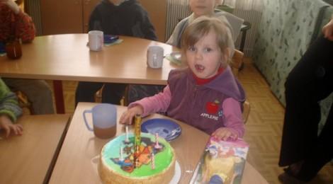 Trumpai apie tris apsilankymus vaikų namuose