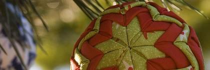 Kalėdinių burbulų dekoravimas skiautėmis
