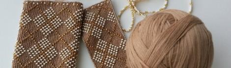 Kviečiame megzti riešines su karoliukais