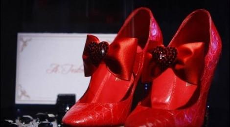 """Moters pasirinkimai pagal C. P. Estes pasaką """"Raudonos kurpaitės"""""""